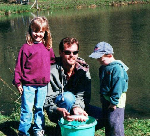 dad-and-kids-fishing